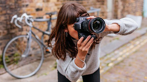 Street woman photographer
